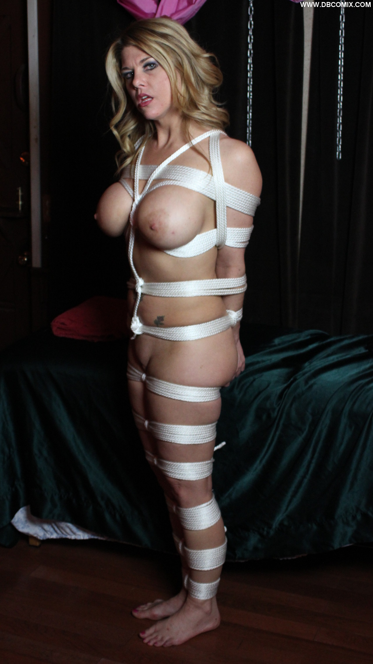 escape artist dressed in ropes